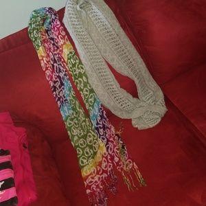 Bundle of 2 scarves